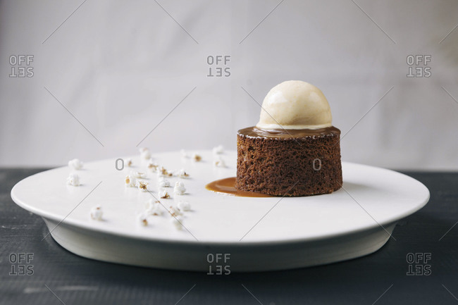 Sorghum cake with popcorn ice cream