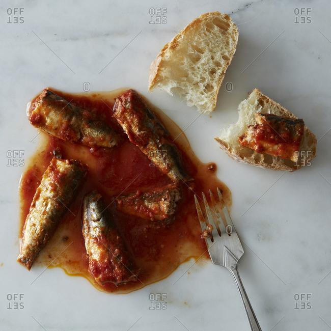 Sardines with tomato sauce