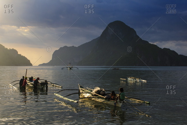 Outrigger boat at sunset in the bay of El Nido, Bacuit Archipelago, Palawan, Philippines