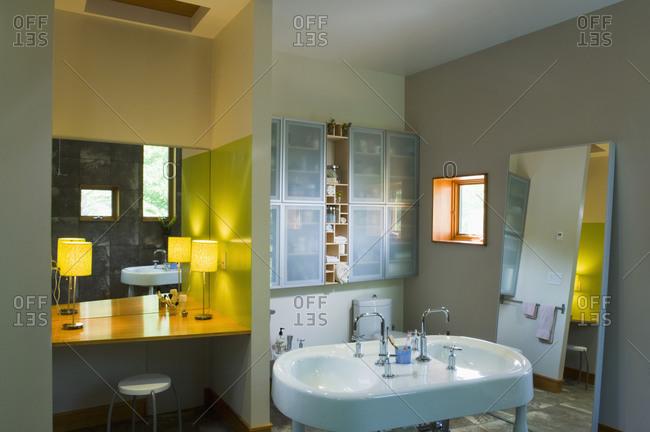 Vanity and double sink in modern bathroom