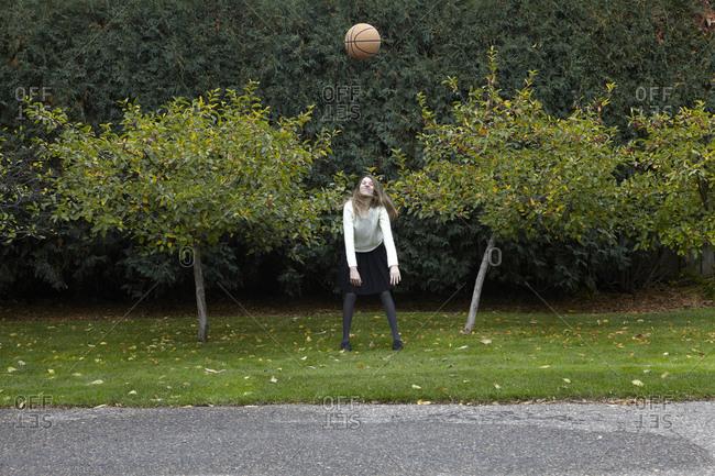 Teenager throwing a basketball