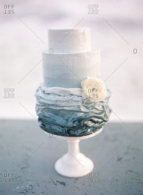 Cake decorated with a white flower