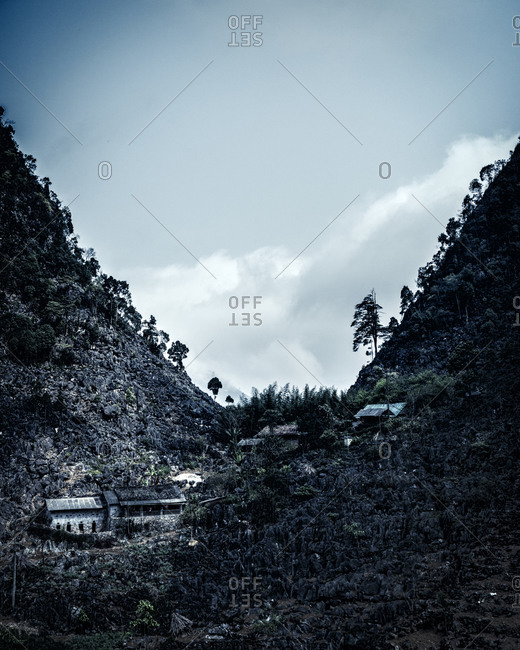 Buildings in a valley - Offset
