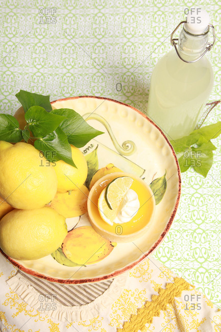 High angle view of fresh lemonade and lemons