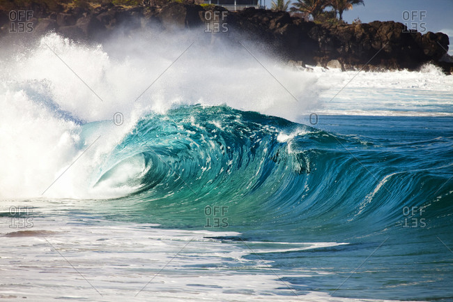 View of a braking ocean wave