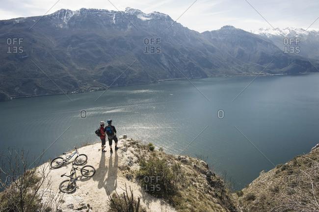Men with mountain bikes at Lake Garda, Italy