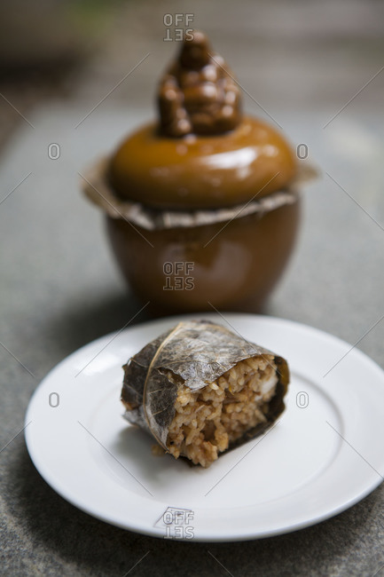 Leaf-wrapped rice dish