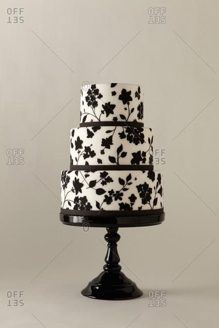 Black and white floral print cake