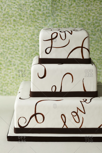"""The word """"love"""" covers a cake"""