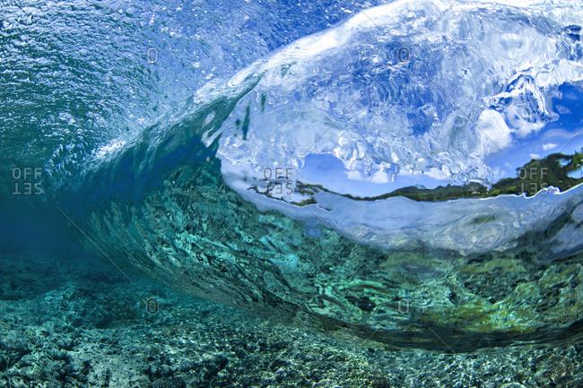 Crystal clear waves loop around