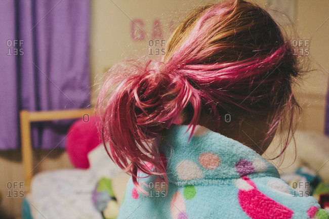 Rear view of a girl with messy pink hair