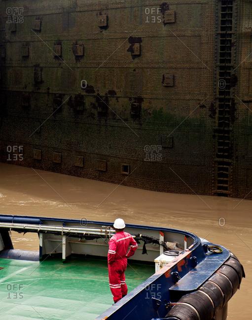 Tugboat in Miraflores Locks - Offset