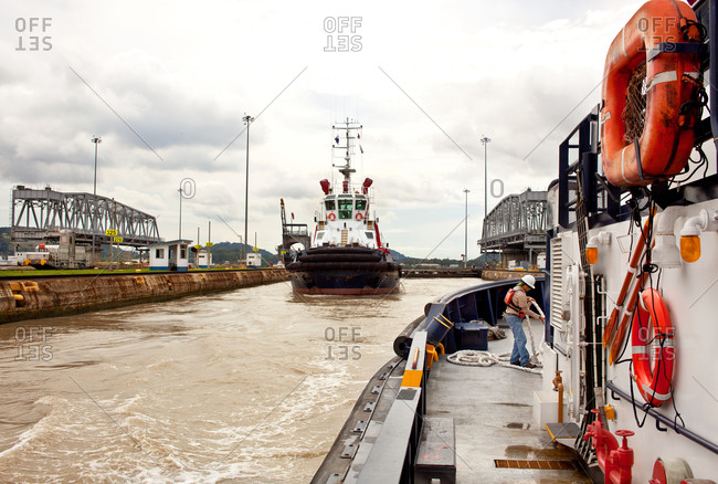 Tugboats and crew members - Offset