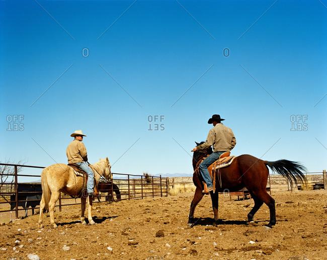Two cowboys on horseback - Offset