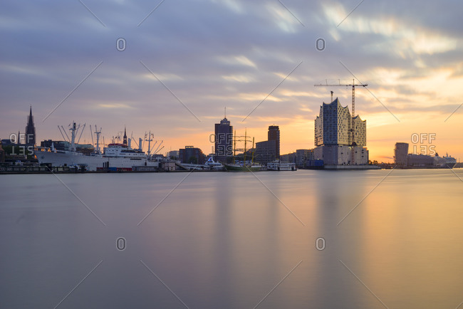 View of the northern bank of the Elbe at sunrise with Elbphilharmonie