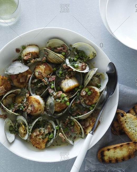 Clam stew and peas in bowl
