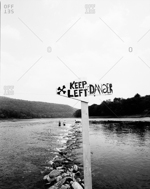 Warning sign about on Delware River