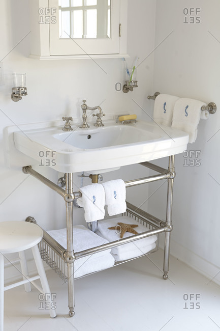 Kitchen sink with under sink shelf