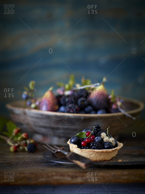 Figs and berries in bowl and crust