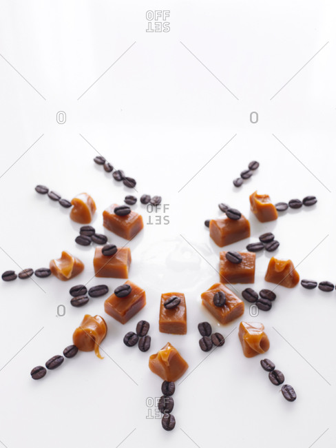 Caramel and coffee beans in star design