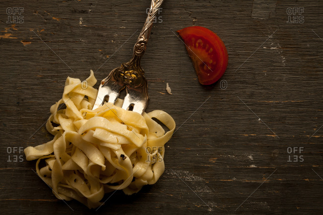 Tagliatelle with a tomato wedge