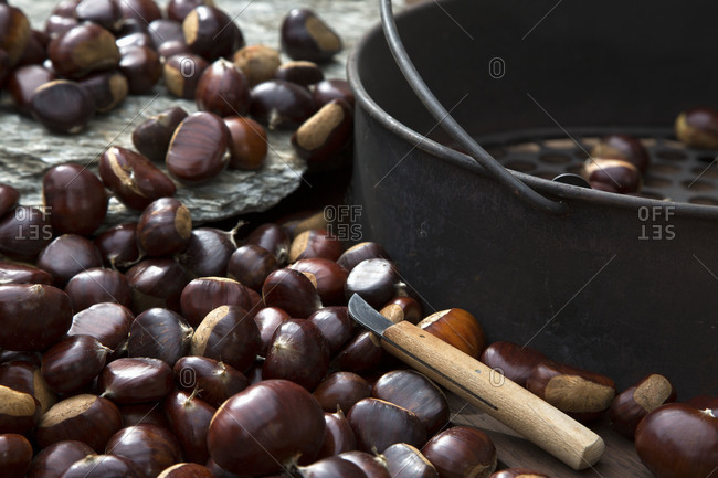 Chestnut pan with sweet chestnuts
