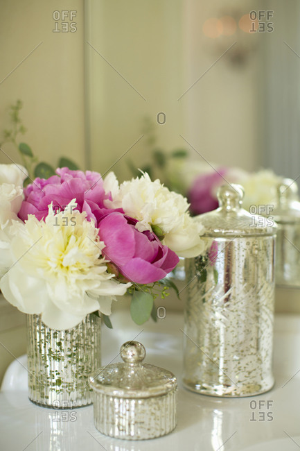 White carnations and pink roses in a vase