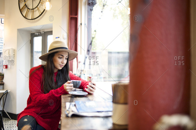 Young woman texting in a cafe