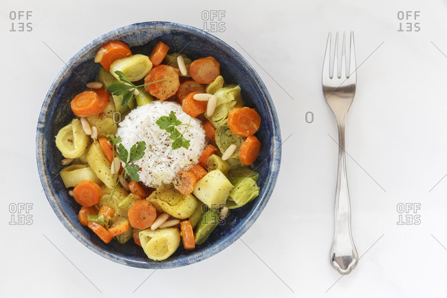 Curry with carrot, leek and coconut