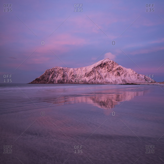 Hustind mountain peak glows pink over Skagsanden beach, Flakstad, Flakstadøya, Lofoten Islands, Norway