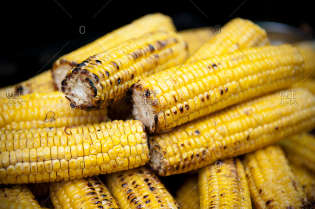 Platter of grilled corn