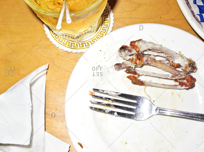 Buffalo wing bones and drink