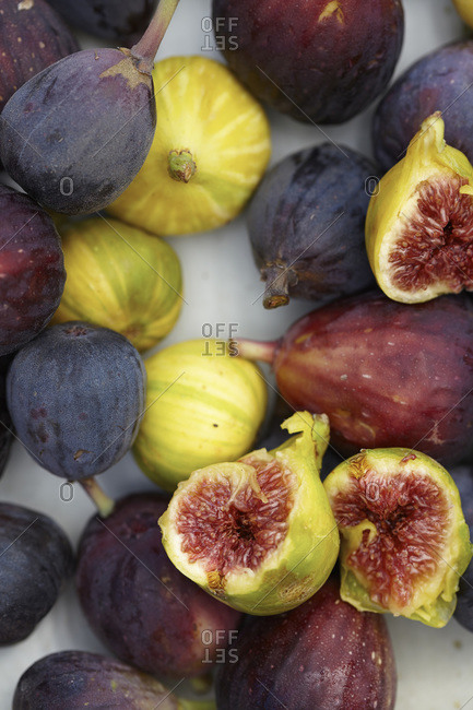 Close up of fresh figs on a platter