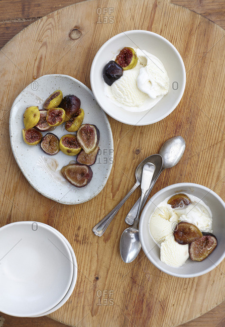 Ice cream served with sweet figs