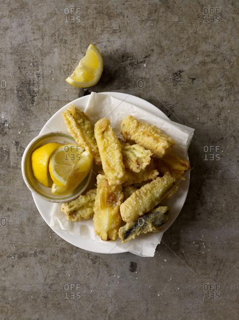Fried vegetables with lemon