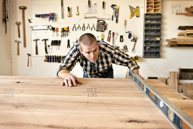 Carpenter checking board for level