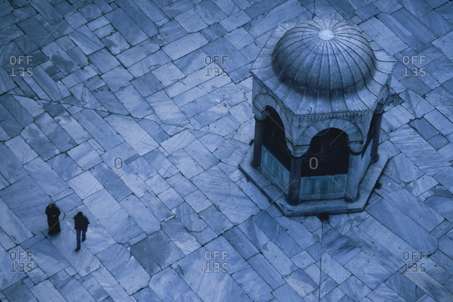 Overhead view of Blue Mosque courtyard in Istanbul