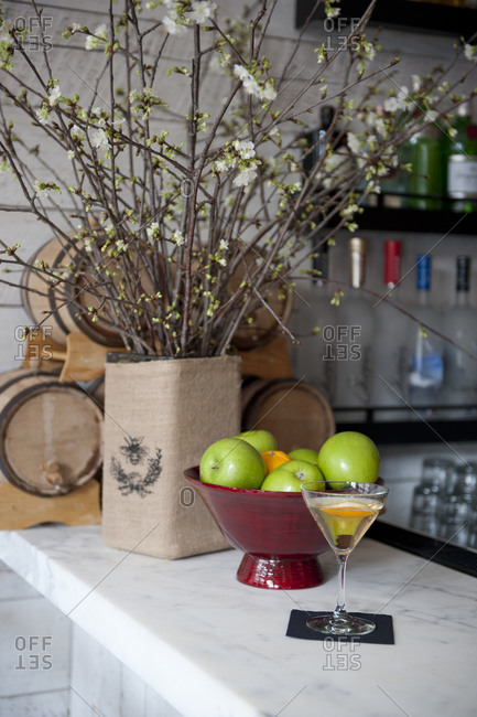 Bar with cocktail and flowers