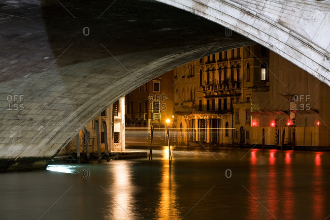 Wide arch bridge over canal in Venice