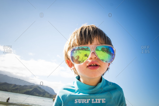 Boy wearing oversized sunglasses - Offset