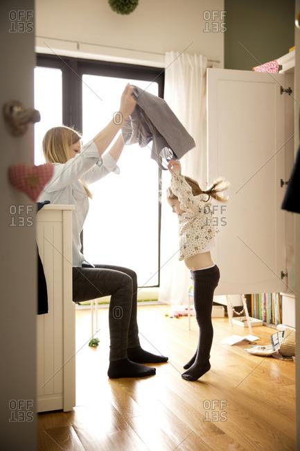 Woman undressing her daughter - Offset