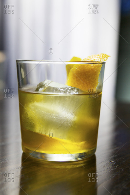 Lowball glass with lemon-garnished cocktail