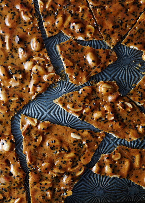 Peanut brittle with black sesame seeds