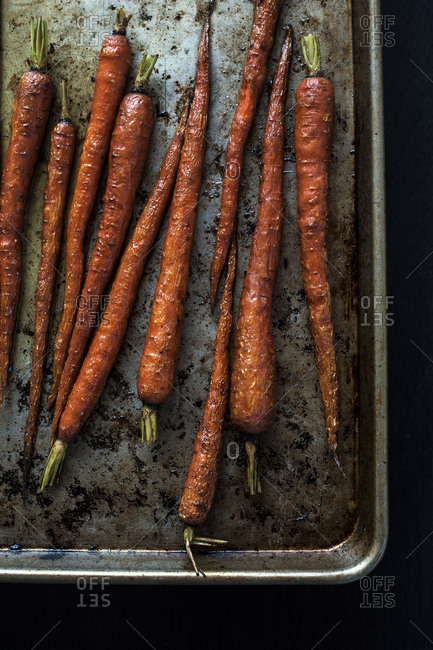 Homemade roasted carrots with curry oil and fennel seeds