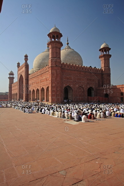 Men praying at the Badshahi Mosque in Pakistan