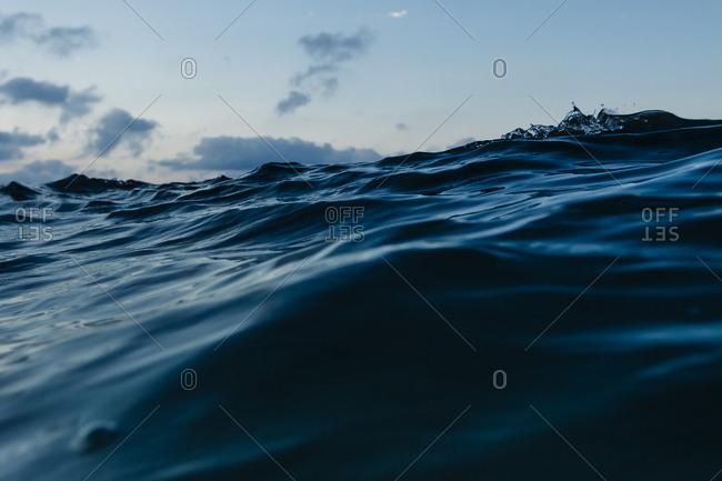 Swelling dark ocean wave