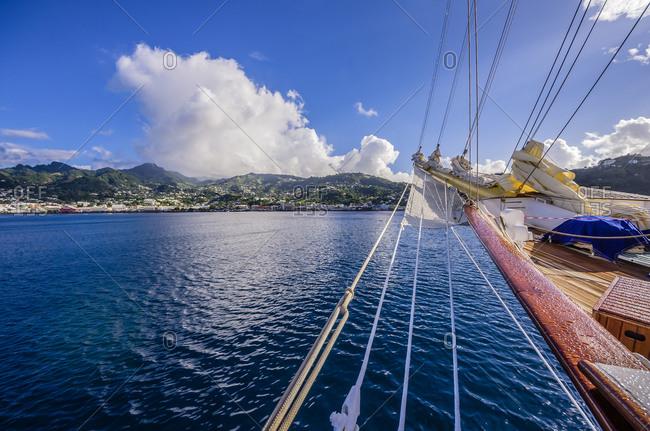 Bow a sailing boat