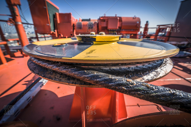 Cable and pulley atop a container crane