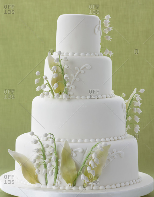 Tiered cake with floral decoration