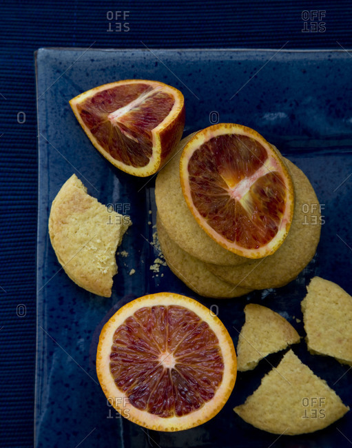 Cookies served with blood oranges